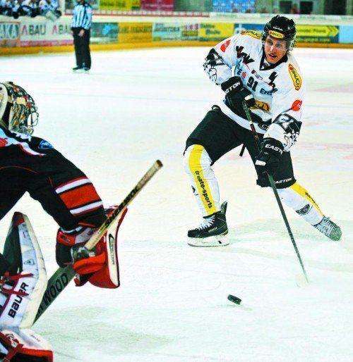 Martin Grabher-Meier fand beim Penaltyschießen in Innsbruck-Goalie Adam Munro seinen Meister. Foto: gepa