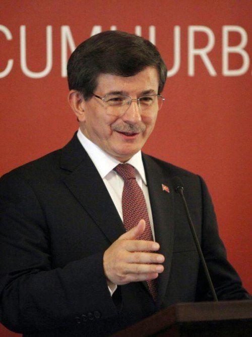 Ministerpräsident Davutoglu hat den Kurden Hilfe zugesagt.  EPA