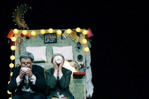 Mit einem komischen und herzerwärmenden Blick auf ein altes Ehepaar bringt die Compagnia Rodisio auf wunderbar leichte Weise nichts weniger als ein ganzes Leben auf die Bühne. foto: tak