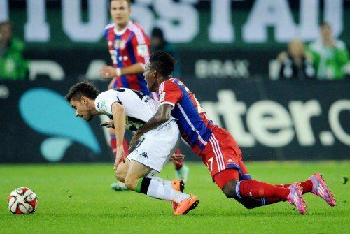 MOENCHENGLADBACH,GERMANY,26.OCT.14 - SOCCER - 1. DFL, 1. Deutsche Bundesliga, Borussia Moenchengladbach vs FCBayern Muenchen. Image shows Julian Korb (Gladbach) and David Alaba (Bayern). Photo: GEPA pictures/ Witters / Uwe Speck - ATTENTION - COPYRIGHT FOR AUSTRIAN CLIENTS ONLY