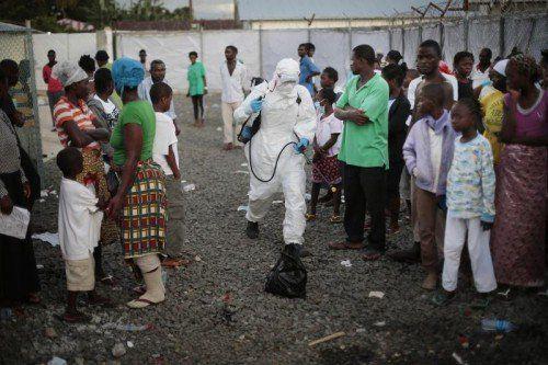 Nach Angaben der WHO haben sich bereits 9200 Menschen mit dem Virus infiziert, über 4550 von ihnen sind gestorben.  Foto: AP