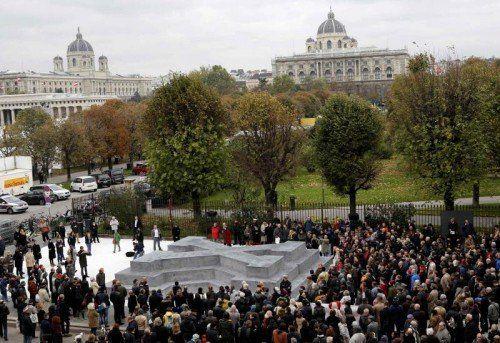Nach Entwürfen des deutschen Künstlers Olaf Nicolai wurde das Denkmal für die Opfer der NS-Militärjustiz errichtet.  Foto: Reuters