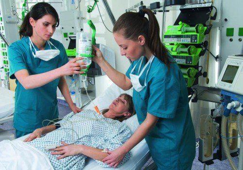 Ob privat oder institutionell: Pflege wird immer wichtiger.  Foto: MW