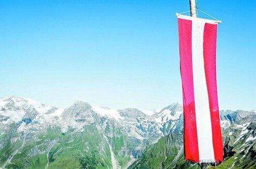 Österreich: Land der Berge und stolz auf Rot-Weiß-Rot.