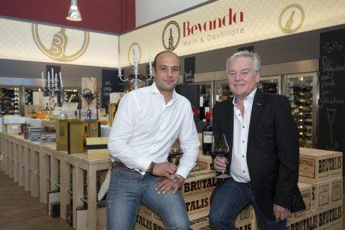 Oliver Bertsch und Helmut Gunz gründeten ihre Getränkehandlung vor vier Jahren. Heuer wurden sie als beste Weinhandlung Vorarlbergs ausgezeichnet. VN/Paulitsch