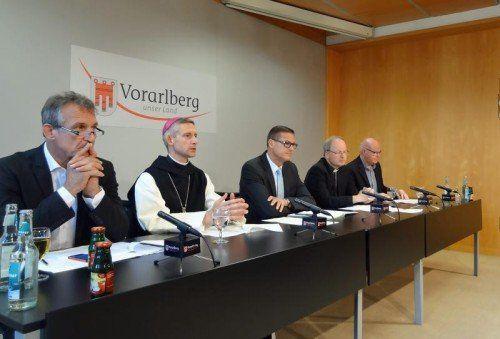 Präsentierten das neue Konzept (v.l.): Markus Linhart, Abt Anselm van der Linde, Christian Bernhard, Bischof Benno Elbs und Peter Klinger.  VLK