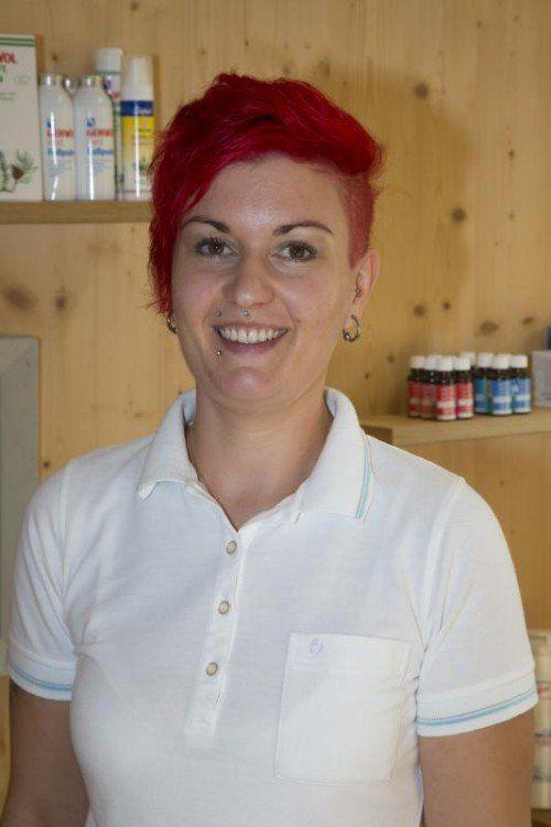 Sabrina Grünwald,  Kosmetikerin/Fußpflegerin  Ich kam eher zufällig durch Schnuppern zu diesem Beruf. Bei Elfi machte ich schon die Lehre und kam zurück, weil wir so ein tolles Klima haben.