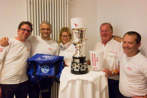 Skipper Dietmar Lenz mit seiner Crew: Philipp Salzgeber, Sabine Lenz-Johann, Helmut Lenz und Andreas Colle (v. l.). Foto: thüringer