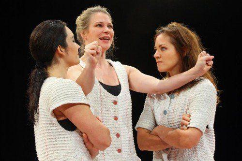 Susanna Bihari,Michaela Bilgeri und Felicitas Franz im Theater Kosmos.  Foto: VN/Steurer