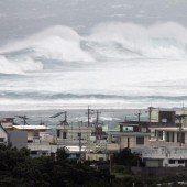 Heftiger Taifun ist auf dem Weg nach Japan