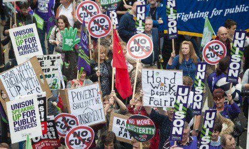 Tausende Demonstranten traten am Wochenende in London für ein gerechteres Einkommen ein.  Foto: EPA