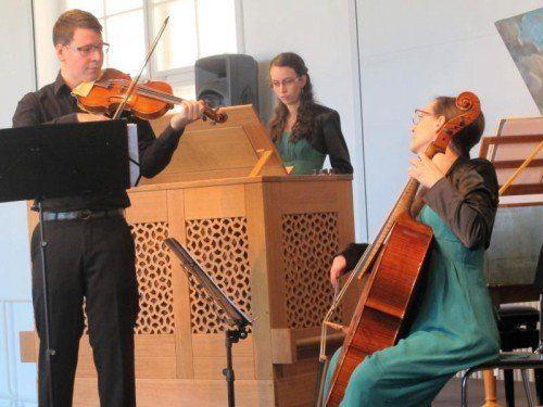 Trio ConCorda mit Lukas (Barockvioline), Eva-Maria (Cembalo und Orgel) und Anna (Barockcello) Hamberger aus Thüringen.  Foto: JU