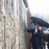 Kerry trifft Merkel und Steinmeier in Berlin