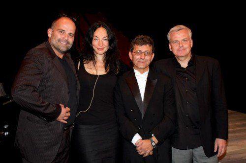 V. l.: Intendant Alexander Kubelka, Tamara Stern (Zarah), musikalischer Leiter Ivo Bonev und Markus Trabusch (Regie). Fotos: franc