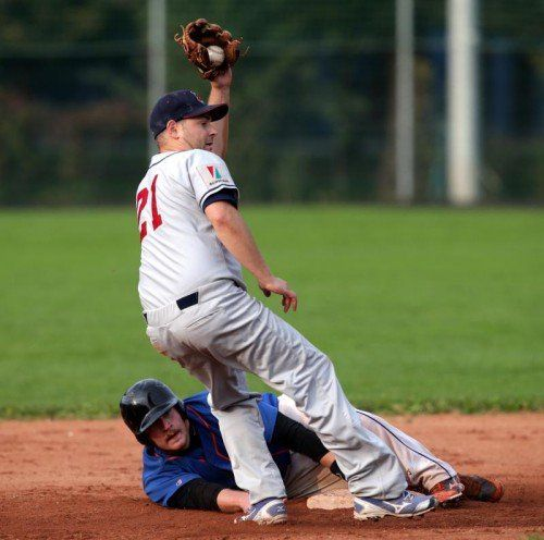 VIENNA,AUSTRIA,04.OCT.14 - BASEBALL - ABL, Austrian Baseball League, Vienna Metrostars vs Dornbirn Indians, final. Image shows Benjamin Salzmann (Metrostars) and Daniel Mierer (Indians). Photo: GEPA pictures/ Walter Luger