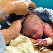 Erstmals Geburt mit Spender-Gebärmutter