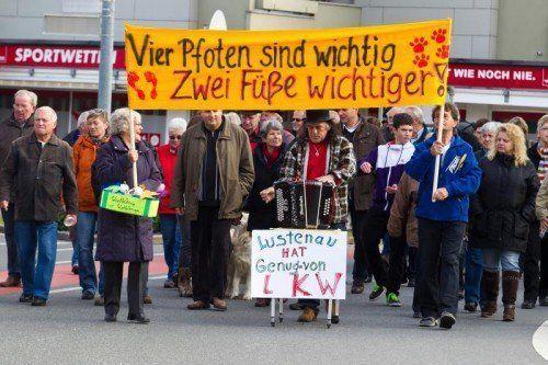 Vor drei Jahren legten verkehrsgeplagte Bürger die L 203 in Lustenau lahm. Sie fordern Entlastung.  Foto: VN/Steurer