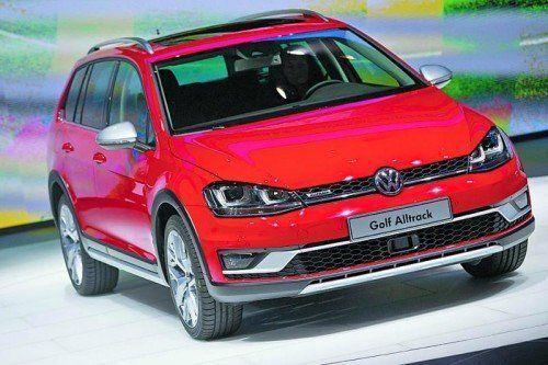VW-Premieren Bei Volkswagen dreht sich in Paris alles um den neuen Passat (li.), der am 14. November zu Preisen ab 29.240 Euro in den Handel kommt. Gezeigt wird zudem die robuste Version des VW Golf Variant als Golf Alltrack (ebenfalls ab 14. November) sowie der 192 PS starke Polo GTI (14. Oktober).