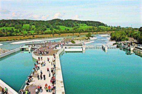 Zahlreiche Menschen kamen zur Eröffnung des Kraftwerks Illspitz.