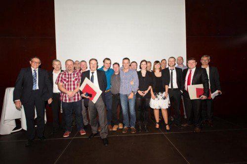 17 verdiente und langjährige Mitarbeiter der EHG Gruppe wurden in der Otten Gravour feierlich geehrt.