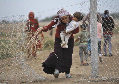 Auf der Flucht: Allein aus dem Kriegsgebiet in Syrien kommen wöchentlich 720 Menschen nach Österreich.  Foto: AP