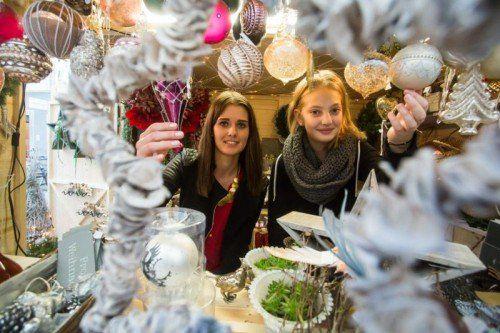 Bei den Österreichern ist Weihnachten hoch im Kurs. Auch bei Nicole (l.) und der zwölfjährigen Lena.  VN/Steurer