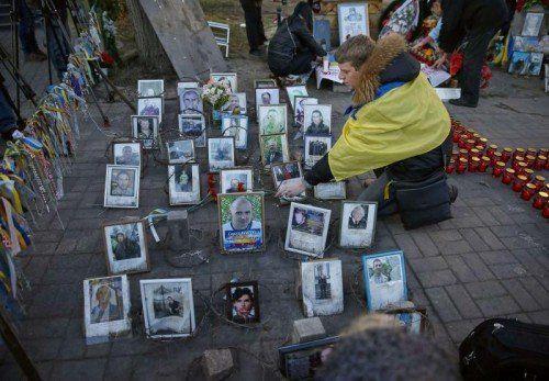 Bei der Gedenkfeier in Kiew wurde an die Toten der Maidan-Demonstrationen vor einem Jahr erinnert.  FOTO: REUTERS