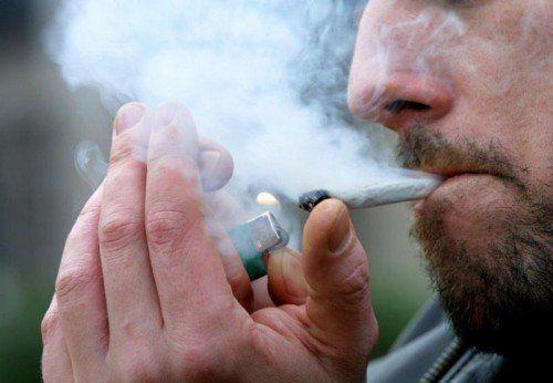Ausgesperrter Lindauer Wohnungsinhaber stellte sich bei Polizeieinsatz als Marihuana-Raucher heraus.  Foto: epa