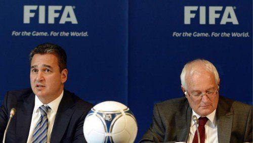 Michael Garcia (l.) übt harsche Kritik an der FIFA und am Vorsitzenden der Ethikkommission, Richter Hans-Joachim Eckert (r.). Foto: ap
