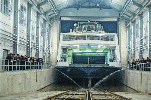 """Die Fähre """"Euregia"""" durfte als erstes Schiff zur Revision in die Romanshorner Werfthalle.  Foto: G. Grabher"""