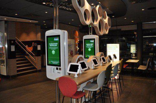 """Die neuen """"Easy Order""""-Selbstbedienungsterminals im McDonald's in Rankweil."""
