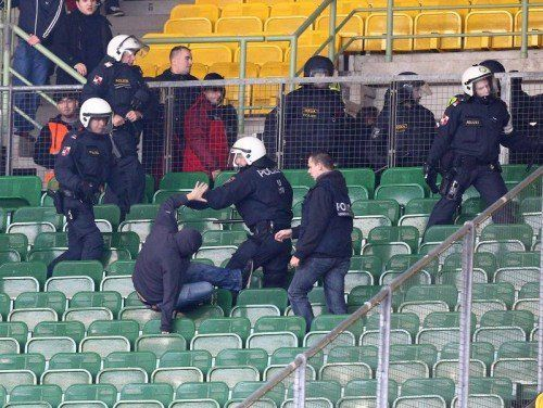 Die Polizei ging rigoros gegen die Krawallmacher vor. Foto: gepa