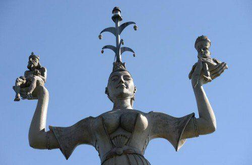 Die Statue Imperia erinnert satirisch an das Konzil von Konstanz (1414–1418). foto: dpa
