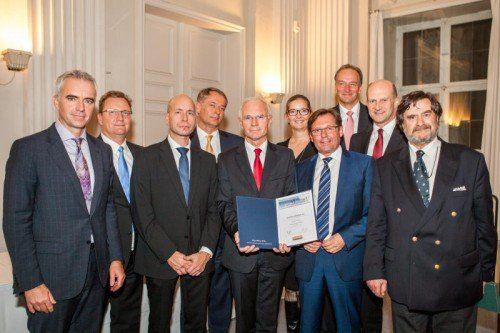 Die Vertreter der Schoellerbank freuen sich, als bester Vermögensverwalter in Österreich abgeschnitten zu haben.