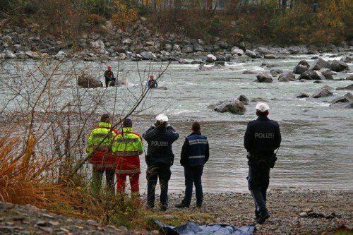Die Wasserrettung barg den leblosen Körper einer 72-jährigen Kennelbacherin aus der Bregenzerach.  Foto: VOL.AT/Pletsch