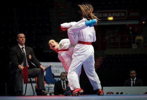 Zum Auftakt der Trostrunde setzte sich Bettina Plank gegen die fünffache Weltmeisterin Alexandra Recchia durch. Foto: AP