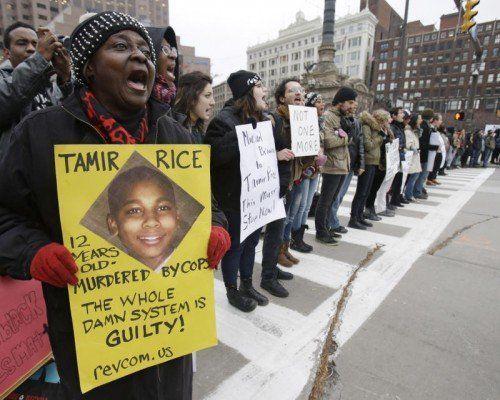 Ein Polizist erschoss in den USA einen Zwölfjährigen, der eine Spielzeugpistole bei sich trug. Der Vorfall hat heftige Proteste ausgelöst. Foto: AP