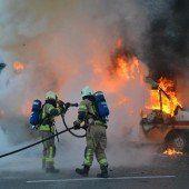 Altach: Kleinlaster in Flammen