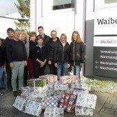 Waibel-Mitarbeiter spenden Geschenke