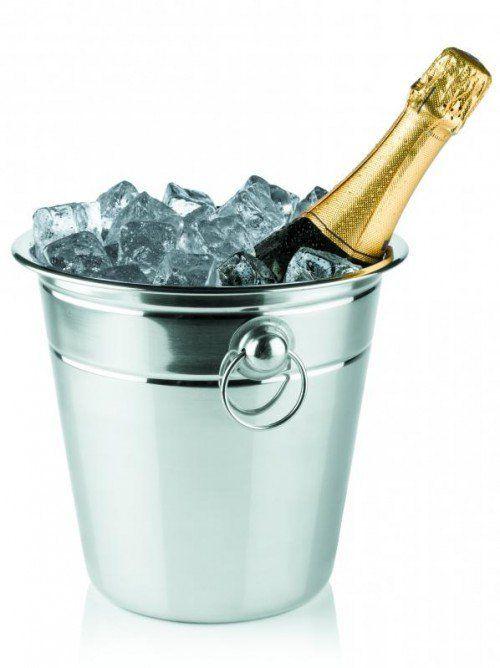 Flasche Champagner im Kühler.