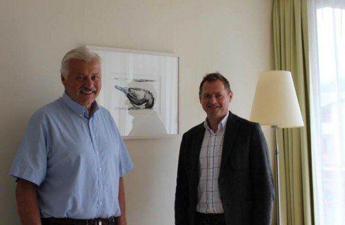 Georg Posch mit Anton Kirchmair (l.), der von der Idee angetan ist.