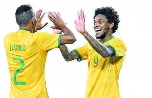 Hatten zuletzt Grund zum jubeln: Die Brasilianer Willian (rechts) und Danilo. Foto: epa