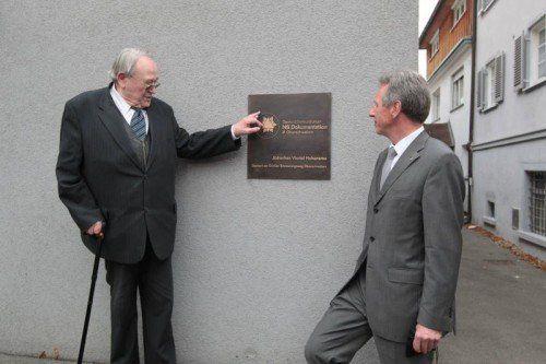 Historiker Wolfgang Marcus und Bgm. Richard Amann.  Foto: MH