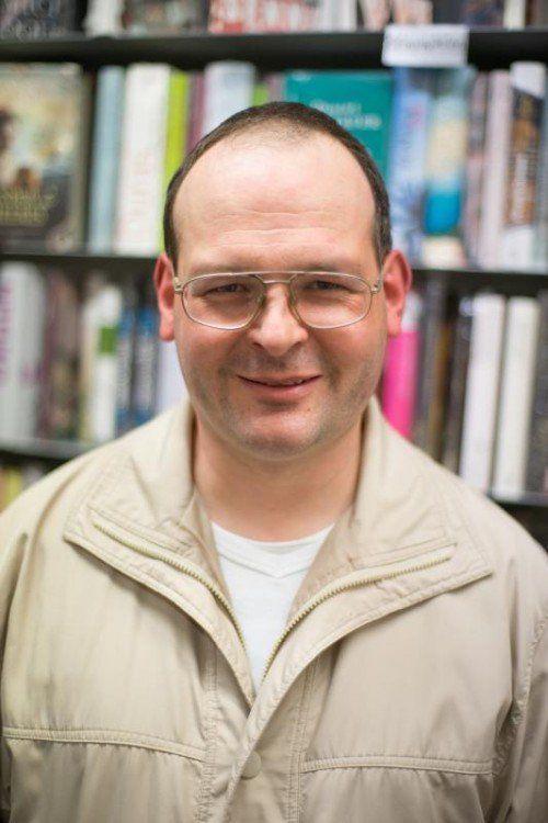 Holger Schulz, Buchhändler  Ich bin seit 1982 bei Teutsch. Viele unserer Kunden kenne ich schon jahrelang. Dadurch entsteht ein guter persönlicher Kontakt.