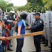 Mexiko: Studenten besetzen Flughafen