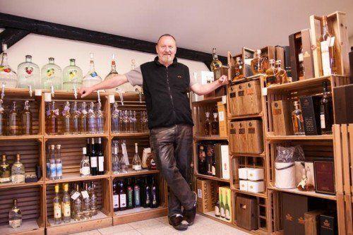 Im Spirituosenbereich ist Arno Schindelwig stolz auf die Auswahl aus 140 verschiedenen Whiskys und etwa 30 Grappas.  Foto: Hechenberger