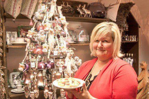 """Imelda """"Mimi"""" Neyer verwöhnt ihre Kunden derzeit mit Vanillegipfele.  Foto: Hechenberger"""