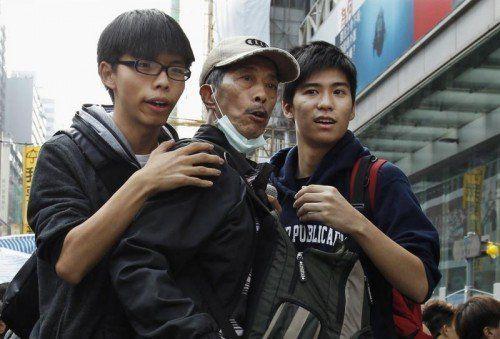 In Haft: Joshua Wong (l.) und Lester Shum (r.).  REUTERS