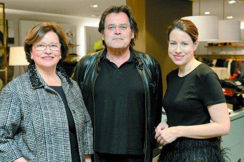 Inge und Stefanie Walser mit Schauspieler und Regisseur Kurt Sternik.