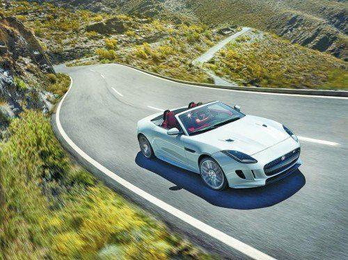 Jaguar bietet seinen Alu-Sportwagen F-Type ab Frühjahr 2015 auch mit Allradantrieb an. Foto: werk